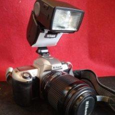 Cámara de fotos: CAMARA NIKON F65 CON OBJETIVO 80-200MM Y FLASH. Lote 150946369