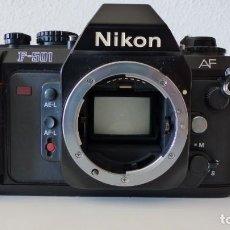 Cámara de fotos: NIKON F501 CUERPO CASI NUEVO Y FUNDA ORIGINAL. Lote 154036718