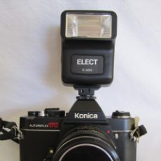 Cámara de fotos: CÁMARA KONIKA AUTOREFLEX TC + FLASH ELECT E-300 + BOLSA TRANSPORTE. Lote 159617446