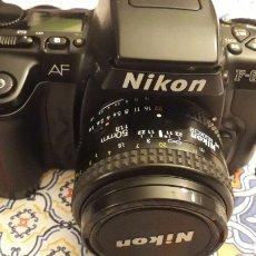 Cámara de fotos: NIKON F-601 CON OBJETIVO 50 MM 1:1.18 Y FUNDA HAMA. Lote 189217183
