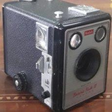 Cámara de fotos: CÁMARA FOTOGRÁFICA KODAK BROWNIE FLASH III 1950 - 1961. Lote 220917388