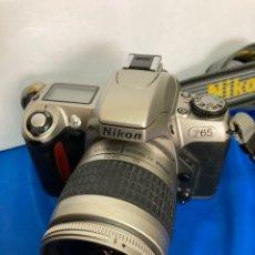 Cámara de fotos: CAMARA DE FOTOS NIKON F65, CON FLASH, CORREA, Y FOCO. Lote 253072405