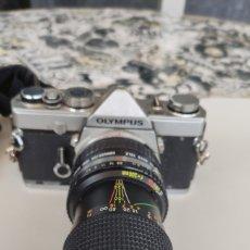 Cámara de fotos: CAMARA FOTOGRAFICA REFLEX OLYMPUS OM1 AÑOS 80 MAS OBJETIVO KALIMAR 1:55 F 80-200MM. Lote 256149945
