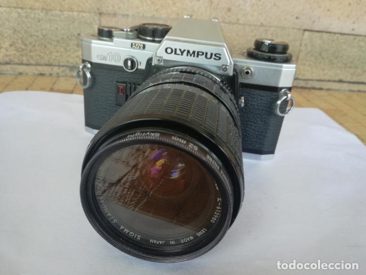 CAMARA FOTOGRAFICA OLYMPUS OM10 CON OBJETIVO, VER FOTOS - FUNCIONANDO CORRECTAMENTE (Cámaras Fotográficas - Réflex (autofoco))