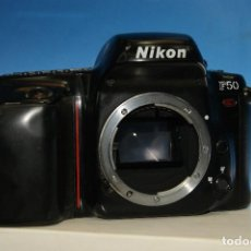 Cámara de fotos: NIKON F50. CÁMARA FOTOGRÁFICA. CUERPO. RÉFLEX, ANALÓGICA. NO CIERRA LA TAPA DEL CARRETE.. Lote 284105943