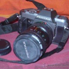 Cámara de fotos: CAMARA REFLEX PENTAX P30T + OBJETIVO 28/80 MACRO 1:35 + CORREA, TAPA OBJETIVO Y TAPA CUERPO CAMARA. Lote 26068745