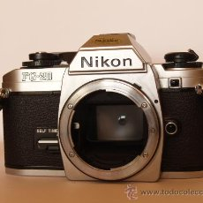Cámara de fotos: NIKON FG - 20 + CORREA DE CUELLO NIKON / FUNCIONANDO Y EN EXCELENTE ESTADO. Lote 30458831