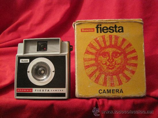 CAMARA DE FOTOS-KODAK BROWNIE FIESTA-AÑOS 70???-PLASTICO-FOTOGRAFIA (Cámaras Fotográficas - Réflex (no autofoco))