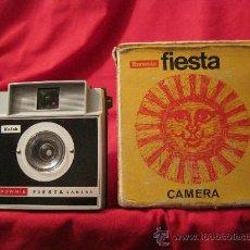 Cámara de fotos: CAMARA DE FOTOS-KODAK BROWNIE FIESTA-AÑOS 70???-PLASTICO-FOTOGRAFIA. Lote 32778821