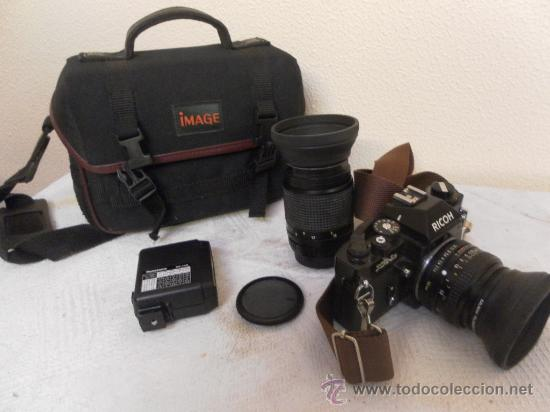 CÁMARA FOTOGRÁFICA RICOH, FABRICADA EN JAPÓN. CON OBJETIVO, FLASH Y FUNDA. (Cámaras Fotográficas - Réflex (no autofoco))