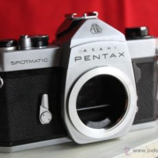 Cámara de fotos: PENTAX SPOTMATIC SP (CUERPO) + ZAPATA PENTAX. Lote 46727135