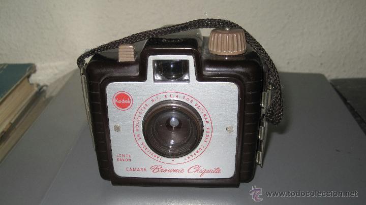 CAMARA FOTOGRAFICA KODAK BROWNIE CHIQUITA ANOS 50 BAQUELITA (Cámaras Fotográficas - Réflex (no autofoco))
