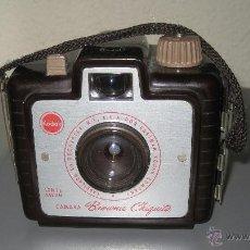 Cámara de fotos: CAMARA FOTOGRAFICA KODAK BROWNIE CHIQUITA ANOS 50 BAQUELITA. Lote 49575766