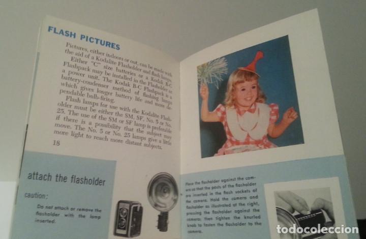 Cámara de fotos: ANTIGUA CÁMARA KODAK DUAFLEX III DE 1954 CON SU CAJA, FLASH Y MANUAL ORIGINALES - Foto 41 - 94997567