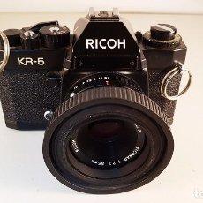 Cámara de fotos: CÁMARA DE FOTOS ANALÓGICA RICOH KR-5 CON OBJETIVO RICONAR 1:2.2 - 55 MM.. Lote 109412598