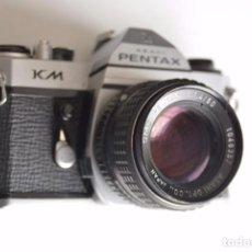 Cámara de fotos: VINTAGE ASAHI PENTAX KM CÁMARA CON SMC PENTAX 1:1:4/50. Lote 105806303