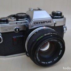 Cámara de fotos: CÁMARA RÉFLEX OLYMPUS OM10 CON OBJETIVO ZUIKO DE 50MM. Lote 114842283
