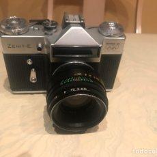 Cámara de fotos: ZENIT E MOSCU 80 58MM F2 Y FUNDA. Lote 143093064