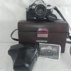 Cámara de fotos: CAMARA FOTOS REFLEX OLYMPUS OM10-OM 10+OBJETIVO ZUIKO 50 MM+MALETIN Y MANUAL. Lote 150087469