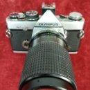 Cámara de fotos: CÁMARA FOTOGRÁFICA. OLYMPUS OM-2N CON OBJETIVO SÚPER COSINA (CIRCA 1979) JAPÓN. Lote 168551472