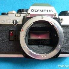 Cámara de fotos: CUERPO OLYMPUS OM 10,,ESTADO MUY BUENO, PRECISA BATERIA PARA FUNCIONAR..AÑOS 80.. Lote 175191725