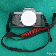 Cámara de fotos: CUERPO CAMARA REFLEX PENTAX P.30...CORREA BORDADA DE REGALO...FUNCIONANDO. 35MM. Lote 175192488