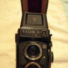 Cámara de fotos: YASHICA MAT-124G CON FUNDA ORIGINAL. Lote 190045636