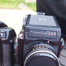 Câmaras de fotos: CAMARA DE FORMATO MEDIO MAMIYA 645 CON 2 OBJETIVOS, MOTOR, CHASIS Y BOLSA. Lote 289521108