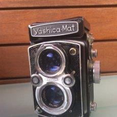 Cámara de fotos: CÁMARA YASHICA MAT OBJETIVO MXV COPAL CON FUNDA ORIGINAL AÑOS 50/60 +MÁS PARASOL. Lote 207649346