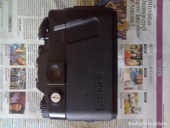 Cámara de fotos: lote cámara Zenit 122 + flash - Foto 3 - 218530136