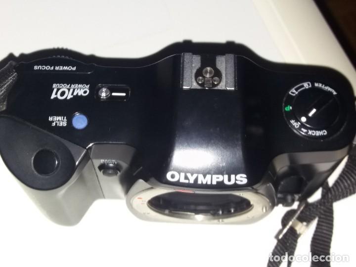 Cámara de fotos: CAMARA REFLEX ANALOGICA OLYMPUS MODELO OM 101. OBJETIVO ZOOM 35-70 MM Y TRIPODE - Foto 2 - 221394408