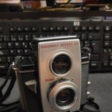Cámara de fotos: KODAK BROWNIE REFLEX 20 .MUY BUEN ESTADO. Lote 225611960