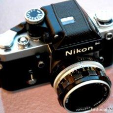 Cámara de fotos: NIKON F2 IMPECABLE CON 50 F 1/2. Lote 227966770