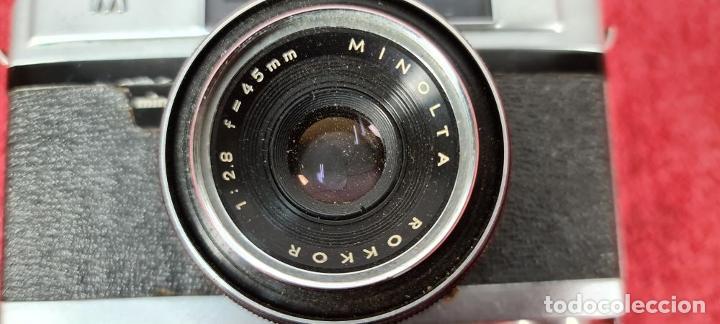 Cámara de fotos: CAMARA FOTOGRAFICA MINOLTA MODELO A-5. JAPÓN. FUNDA ORIGINAL DE CUERO. 1960. - Foto 3 - 240795190