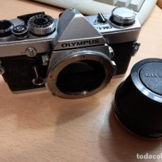 Cámara de fotos: CAMARA REFLEX ANALOGICA OLYMPUS OM-1N CON OPTICA PARA MICROSCOPIO A10-M1. Lote 246037765