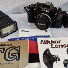Cámara de fotos: CÁMARA NIKON FG + MANUALES+ FLASH+ FUNDA. Lote 276670493