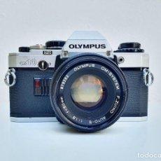 Cámara de fotos: OLYMPUS OM10 - OBJETIVO OLYMPUS OM SYS 50 MM / 1.8. Lote 284634523