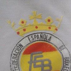 Coleccionismo deportivo: POLO DE JUEZ ARBITRO DE BOXEO FEDERACIÓN ESPAÑOLA DE BOXEO AÑOS 70-80?. Lote 58732610