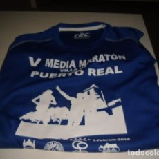 Coleccionismo deportivo: CAMISETA DE RUNNING V MEDIA MARATON VILLA DE PUERTO REAL TALLA M AZUL. Lote 69479245