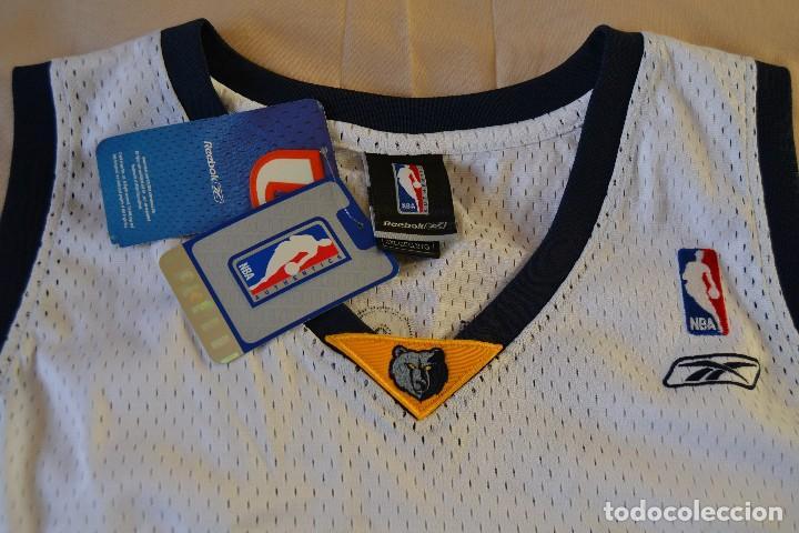 Coleccionismo deportivo: Pau Gasol camiseta baloncesto Grizzlies firmada - Pau Gasol signed Grizzlies basketball jersey - Foto 4 - 70042681