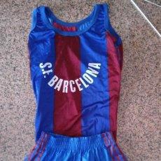 Coleccionismo deportivo: EQUIPACION NIÑO CAMISETA Y PANTALON BALONCESTO BASKET ORIGINAL AÑOS 80 SF BARCELONA RETRO VINTAGE. Lote 131638674