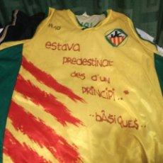 Coleccionismo deportivo: JOVENTUD LES CORTS S BARCELONA BASQUET CAMISETA . Lote 151312726