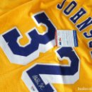 Coleccionismo deportivo: MAGIC JOHNSON AUTOGRAFO ORIGINAL EN CAMISETA CON CERTIFICADO PSA/DNA. Lote 156464968