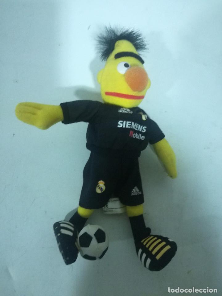 REAL MADRID MASCOTA PELUCHE FUTBOL CAP GORRA (Coleccionismo Deportivo - Ropa y Complementos - Camisetas otros Deportes)
