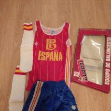 Coleccionismo deportivo: CONJUNTO VINTAGE SELECCIÓN ESPAÑOLA BALONCESTO, TALLA 4 ORIGINAL AÑOS 80 SIN USAR. Lote 200559341
