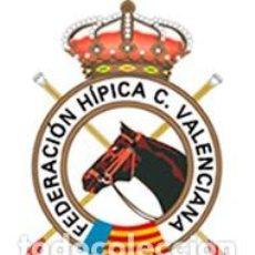 Coleccionismo deportivo: LA FED. VALENCIANA DE HÍPICA NOS DONAN UN POLO Y CHAQUETA DE INVIERNO DE MUJER (TALLA M). Lote 210977439