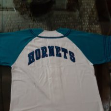 Coleccionismo deportivo: CAMISETA NBA ORIGINAL CHARLOTTE HORNETS BEISBOLERA STARTER AVISPA AÑOS 90 TALLA M COMO NUEVA BASKET. Lote 214207540