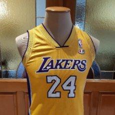 Coleccionismo deportivo: CAMISETA NBA ANGELES LAKERS. DORSAL 24 KOBE BRYANT. TALLA NIÑO 9 10 AÑOS. ORIGINAL CHAMPION.. Lote 218028273