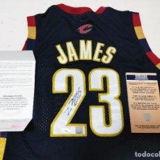 Coleccionismo deportivo: CLEVELAND - BALONCESTO NBA - LEBRON JAMES - CAMISETA DE BALONCESTO COA UPPER. Lote 218697565