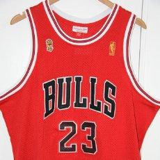 Coleccionismo deportivo: CAMISETA CHICAGO BULLS (23, MICHAEL JORDAN) - MITCHELL & NESS. Lote 230658475